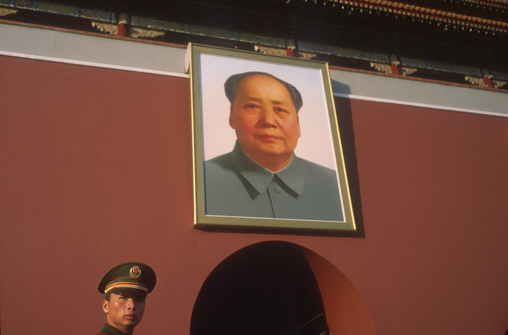 <p>A officer stands guard near the Mao Zedong's portrait at the Tiananmen gate in Beijing, China. © Francois Lenoir</p>